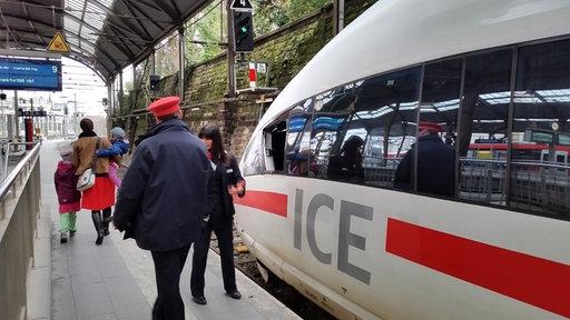 Kölner Hbf, ICE, Reisende, Schaffner