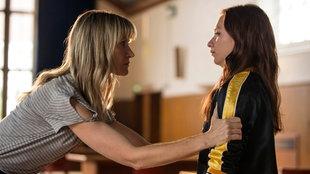 Leah (Katherine Kelly) will nicht zulassen, dass Rose (Molly Windsor, re.) ihr Leben zerstört.