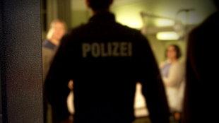 Symbolfoto: Polizist im Krankenhaus