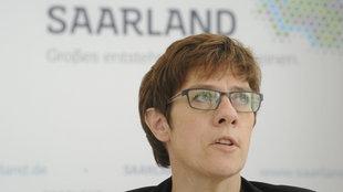 Die ehemalige Ministerpräsidentin des Saarlandes, Annegret Kramp-Karrenbauer, bei der Landespressekonferenz am 16.9.2014.