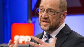Martin Schulz spricht bei der Arbeitnehmerkonferenz der SPD in Bielefeld über Änderungsbedarf an der Agenda 2010