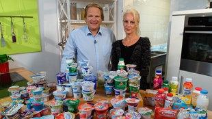 Vorkoster Björn Freitag mit Anja Tanas testen Joghurt