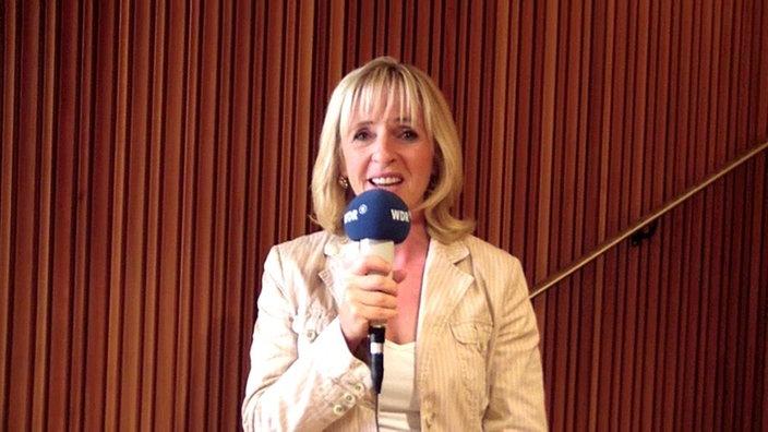 Dr Angela Maas