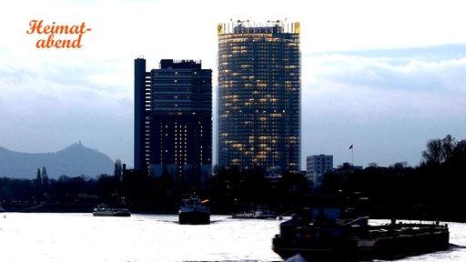 """Der Bonner """"Post-Tower"""" abends, Blick vom Rhein"""