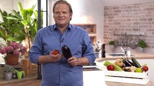 Björn Freitag in der Küche.