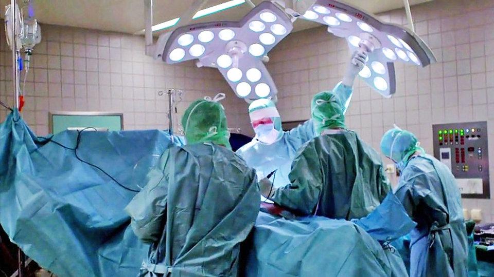 Überraschungen im Operationssaal - Quarks - Sendungen A-Z - Video ...