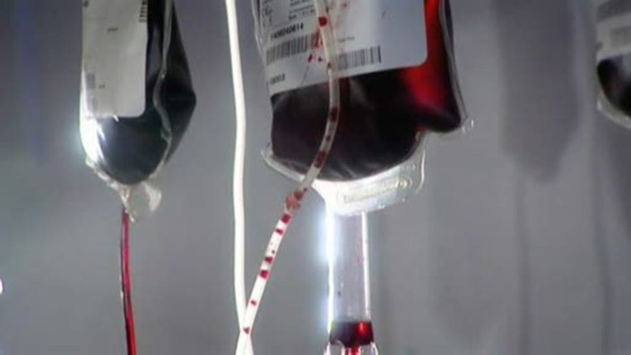 Aufgehängte Blutkonserven