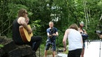 Birth Of Joy spielen Unplugged im Wald