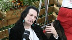 Willy DeVille gibt Backstage ein Interview