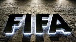 FIFA-Schriftzug auf Wand der FIFA-Zentrale in Zürich