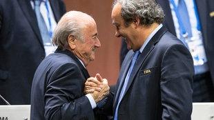 Sepp Blatter (l.) und Michel Platini im Mai 2015