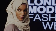 Ein verschleiertes Model bei der London Modest Fashion Week