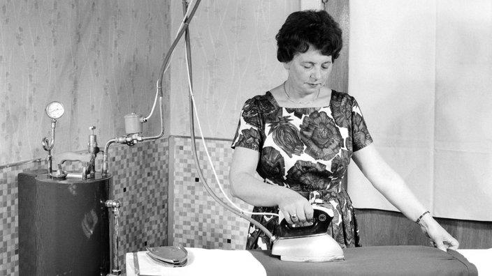 Deutsche Hausfrau beim Kochen abgefickt