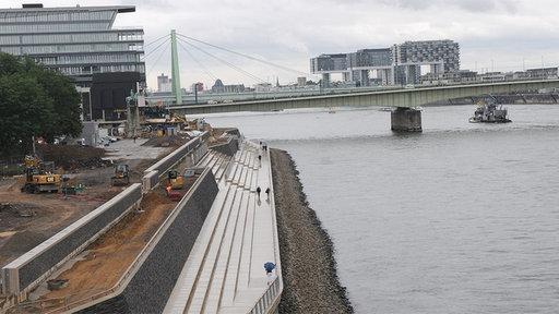 Blick auf das neue Rheinboulevard vor Eröffnung