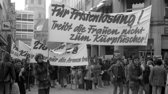 Frauen demonstrieren in Bonn gegen den Abtreibungsparagrafen 218, Aufnahme vom 15.2.1975