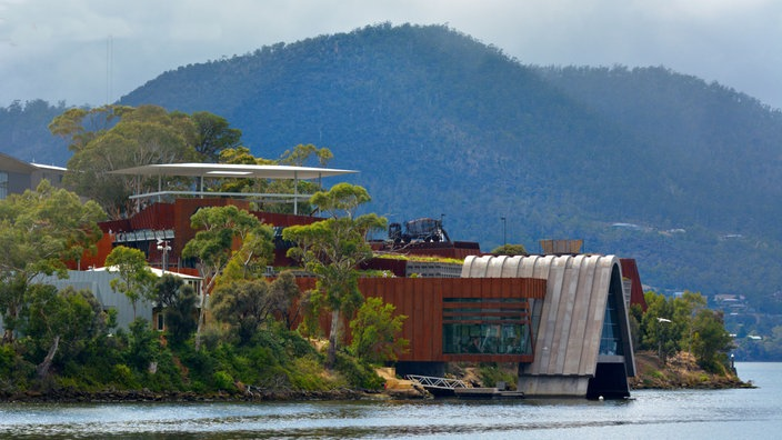 Museum of Old and New Art in Tasmanien mitten in bewaldeter Natur.