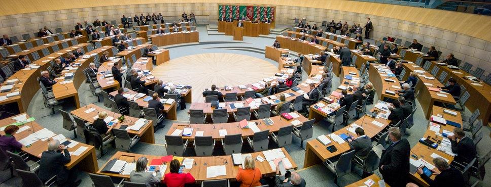 Der voll besetzte Landtag in Düsseldorf