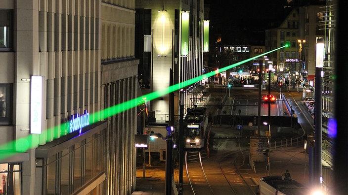 Licht Düsseldorf wie schnell ist licht mit einem laserstrahl quer durch düsseldorf