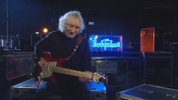 Unplugged: Albert Lee