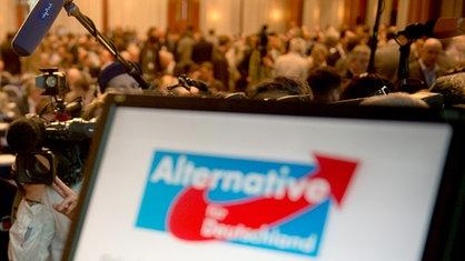 Die Partei, in der auch viele ehemalige CDU-Anhänger organisiert sind, fordert das Ende des Euro