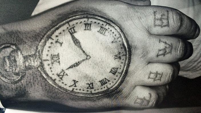 Taschenuhr tattoo hand  Falsche Uhrzeit auf Tattoo: Schadensersatz! - Rheinland ...