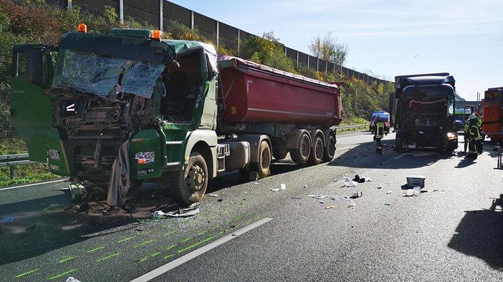 Zwei Schwerverletzte Unfall Mit Drei Lastwagen Auf A3 Bei Koln Rheinland Nachrichten Wdr