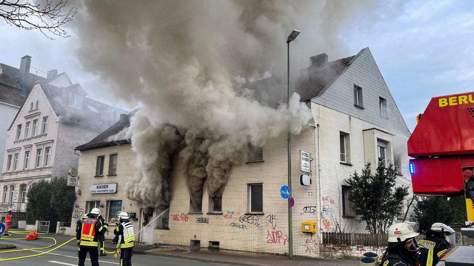 Bielefeld-Ehemaliges-Hotel-nach-Brand-einsturzgef-hrdet