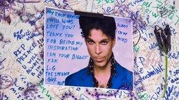 Wand mit Kondolenzbekundungen für Prince