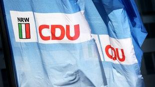 Das Logo der CDU als große Pappbuchstaben