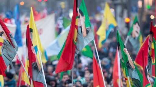 Demonstration in Köln: Kurdische und linke Gruppen bei einer Demonstration in Köln