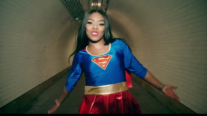 "Lady Leshurr - Screenshot aus dem Video ""Queens Spech 6"""