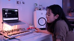 Yaeji in ihrem Studio