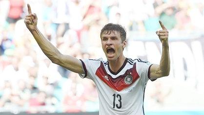 Thomas Müller feiert sein Tor im Spiel Deutschland - Portugal