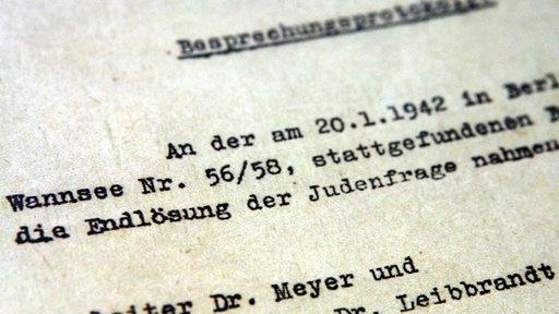 Eine Nahaufnahme vom Protokoll der Wannsee-Konferenz.