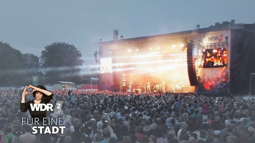 Bühne des WDR 2 Sommer Open Air 2014 in Remscheid