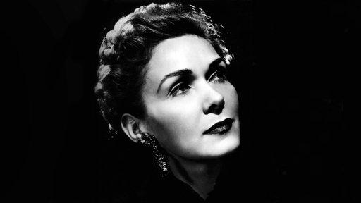 Ein schwarz-weiß Porträt von Elisabeth Schwarzkopf.