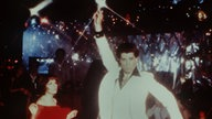 "John Travolta in einer Tanzszene des Films ""Saturday Night Fever""."