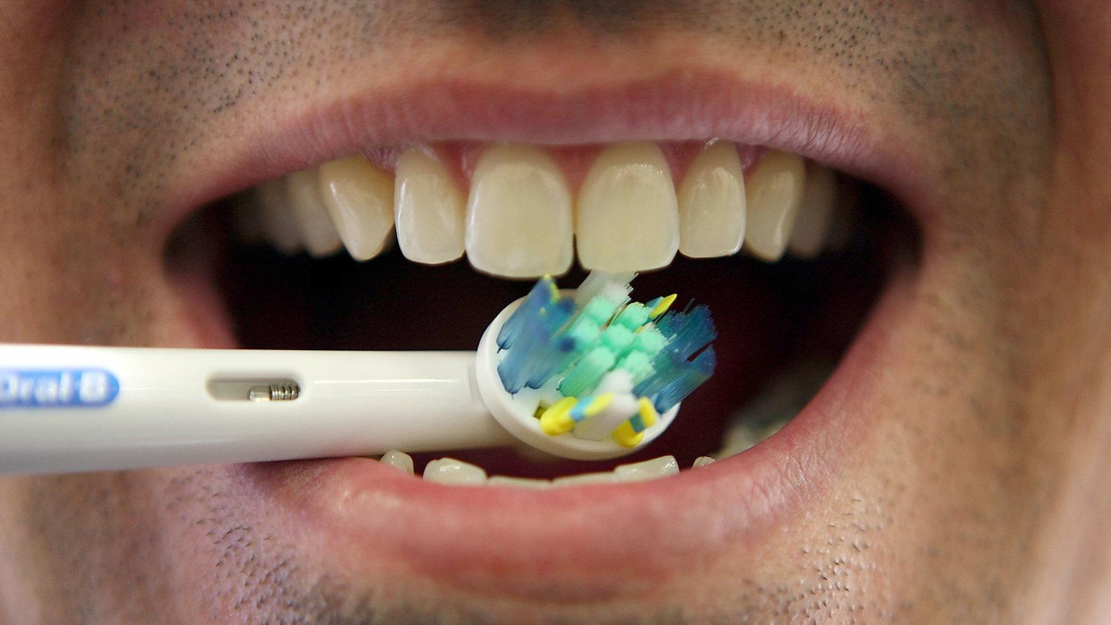 Wie lange muss ich meine Zähne putzen? - WDR 5 Quarks
