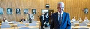 Der ehemalige nordrhein-westfälische Ministerpräsident Jürgen Rüttgers  steht in Düsseldorf  vor dem BLB-Untersuchungsausschuss des nordrhein-westfälischen Landtages