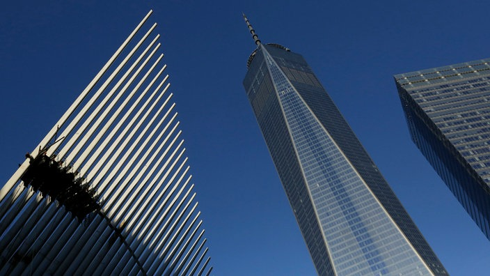 "Das ""One World Trade Center"" (Mitte) in New York"