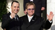 Elton John u. David Furnish am 21.12.2005 nach ihrer zivilen Partnerschaftszeremonie