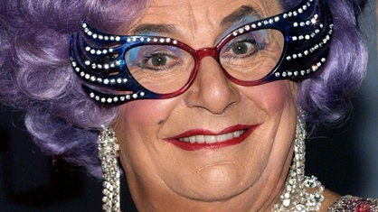 Dame Edna Everage alias Barry Humphries im Jahr 2003
