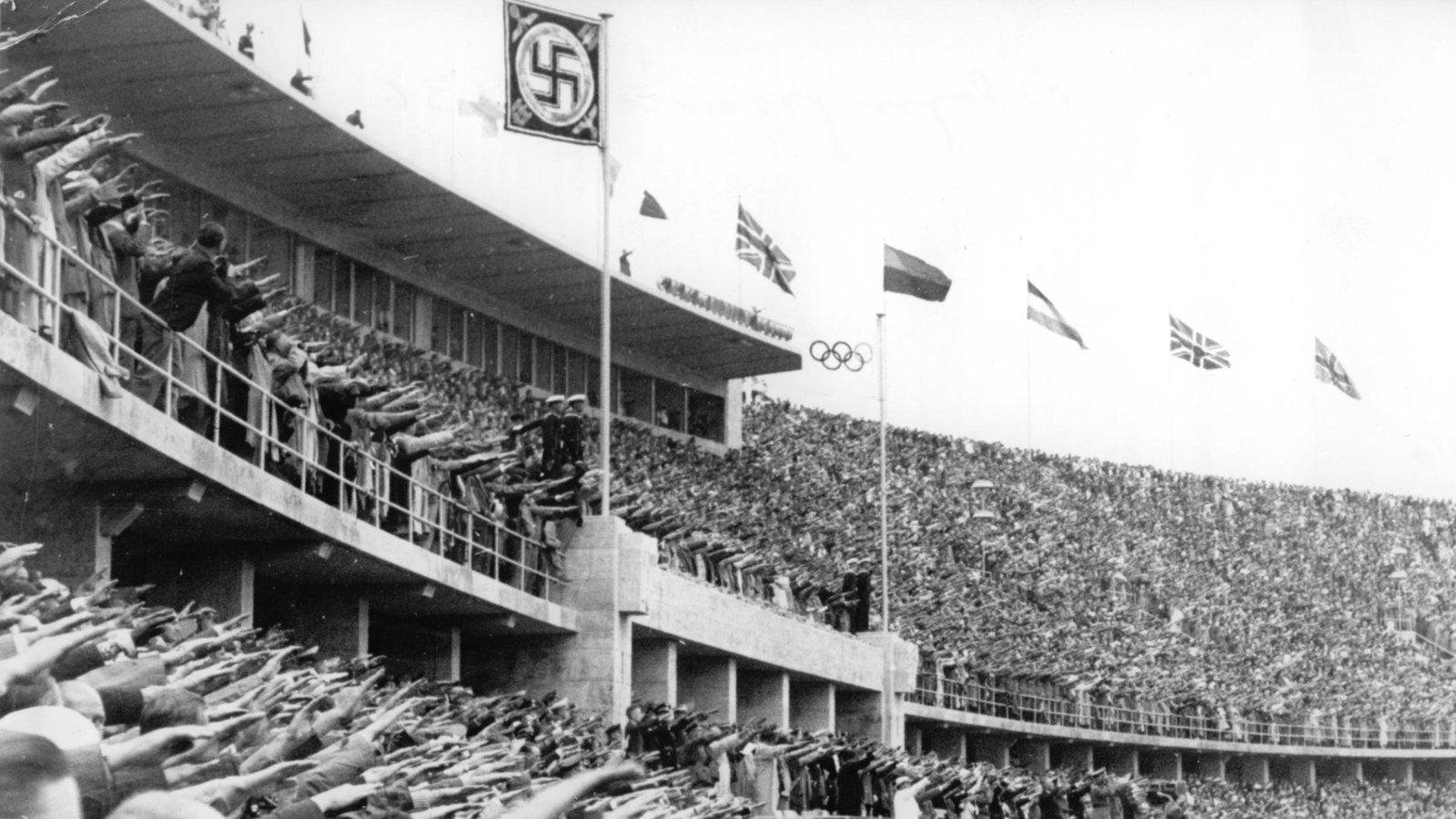 stichtag 1 august 1936 hitler er ffnet die olympischen spiele in berlin stichtag wdr. Black Bedroom Furniture Sets. Home Design Ideas