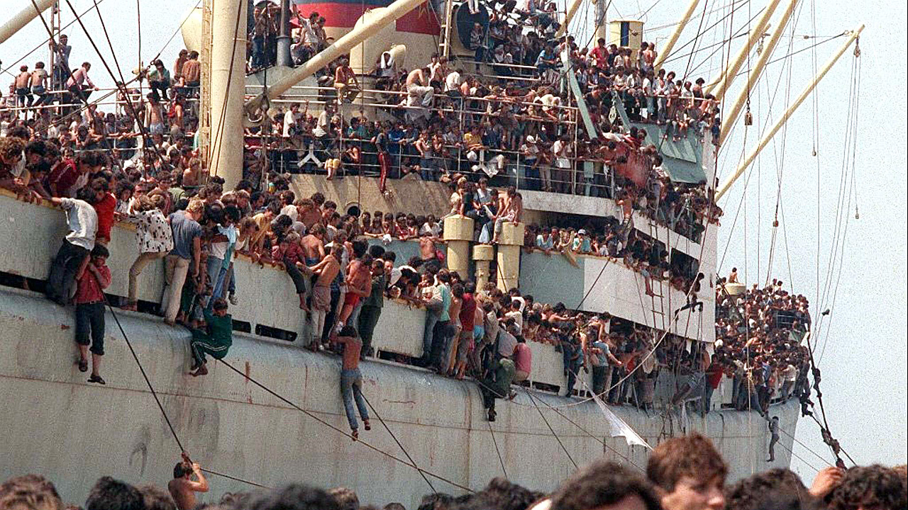 Frachter »Vlora« in Bari, Bild WDR