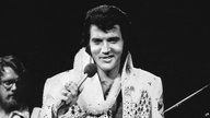 "Elvis Presley bei seinem Konzert ""Aloha from Hawaii"" am 14. Januar 1973 in Honululu."