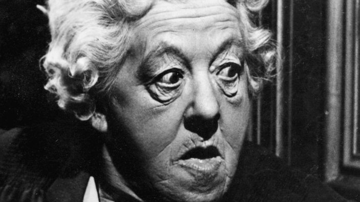 Margaret Rutherford, in der Rolle von Miss Marple