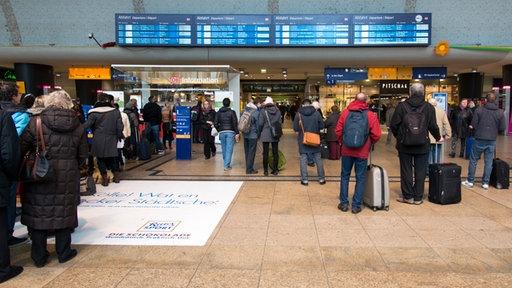 Anzeigetafeln im Hauptbahnhof Köln