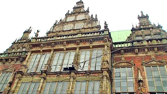 Jo Hiller begibt sich in Bremen zusammen mit der Archäologin Uta Halle auf Suche nach Spuren aus der Hansezeit.