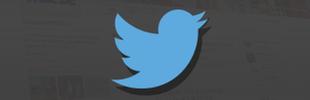 Twitter-Logo vor einem dunklen Farbverlauf durch das das comedy.wdr.de twitter Profil scheint.