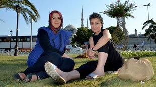 """""""1001 Macht""""-Autorin Renan Demirkan im Gespräch mit Zeynep Cöloglu von den antikapitalistischen Muslimen."""